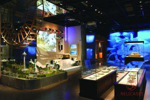 Витрины столы на Всемирной выставке в Шанхае