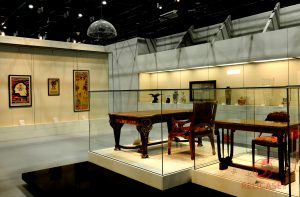 Витрины пристенные и островные на Всемирной выставке в Шанхае