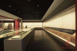 Пристенные витрины со сдвижным открыванием и сверхформатные витрины-столы в музее города Тяньцзинь